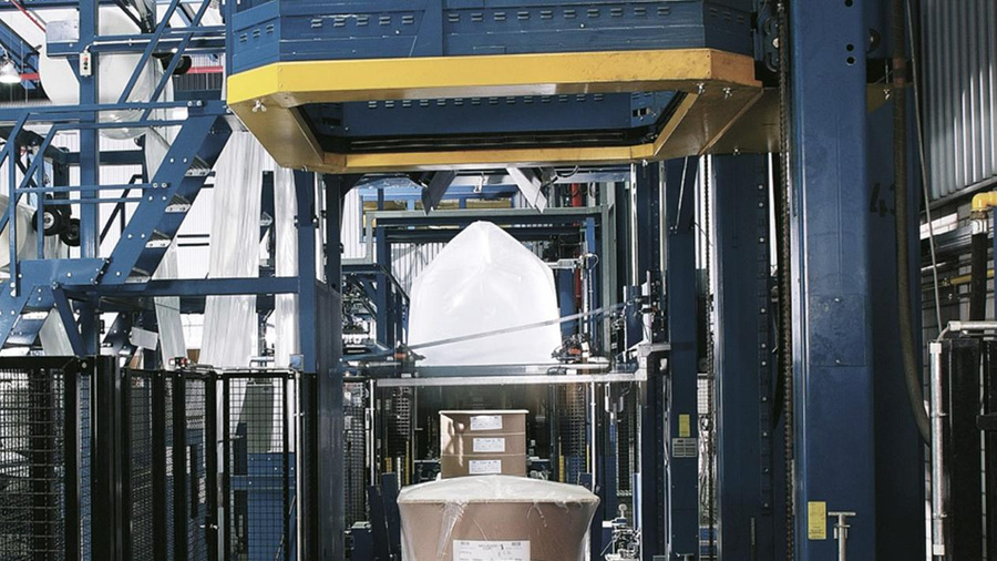 Image: The MSK Multitech hood shrinking machine ensures a dust-proof shrink wrapping of the paper pallets.